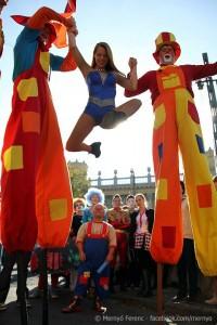 Cirkuszparádé Gólyalábas Bohócokkal 14